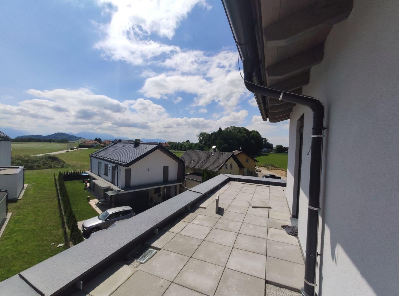 Neubau: 3 Zimmer Dachterrassen Wohnung in unverbaubarer Lage in Elixhausen, 50m² Dachterasse
