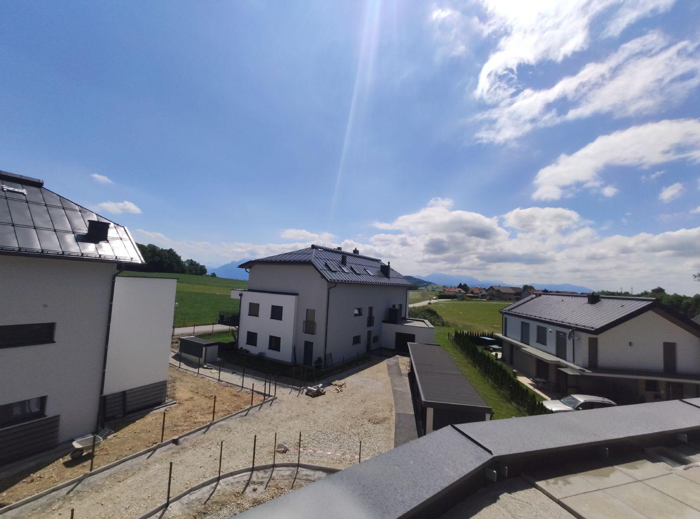 Erstbezug: 3 Zimmer Dachterrassen Wohnung in unverbaubarer Lage in Elixhausen, 50m² Dachterasse