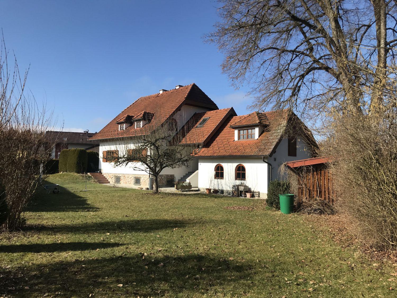 Bürmoos: Einfamilienhaus in zentraler Lage auf 1200m² Grund
