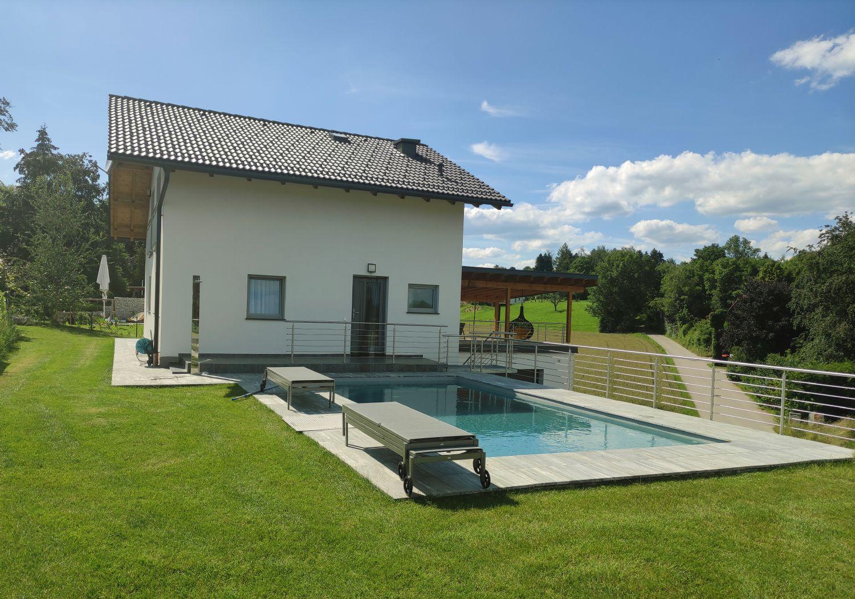 Urlaubsparadies Attersee: Immobilie inkl. Pool und großer Doppelgarage